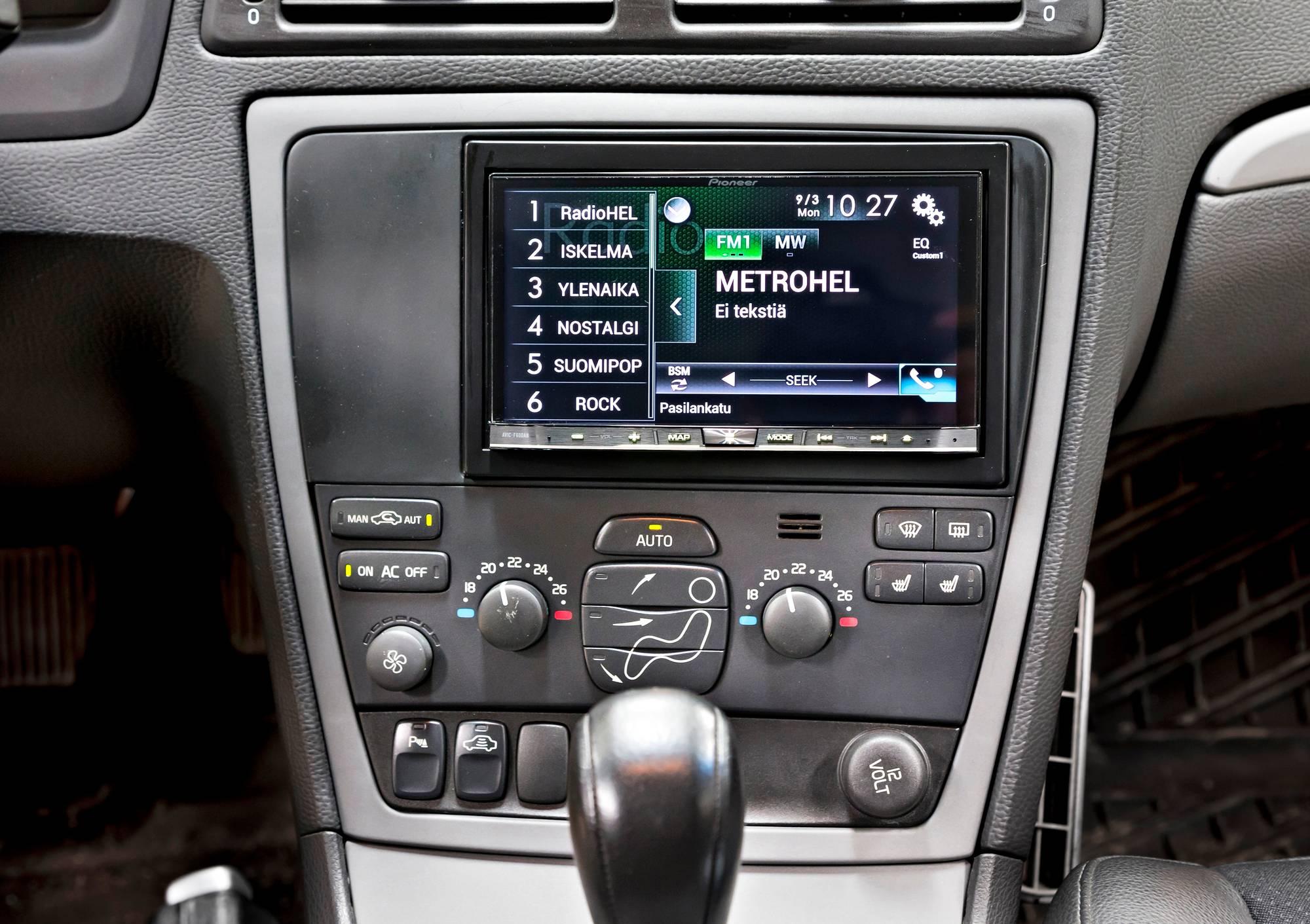 auto liittyy lypuhelimeen apple carplay android auto ja mirrorlink. Black Bedroom Furniture Sets. Home Design Ideas