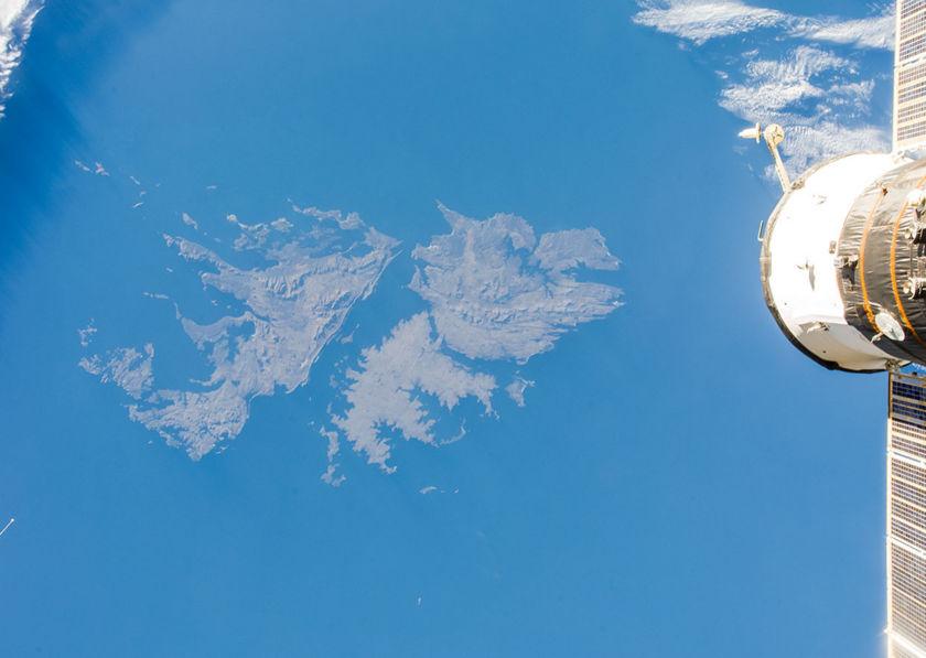 Falklandinsaaret kuvattuna Kansainväliseltä avaruusasemalta.