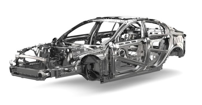 Korirakenteen kerrotaan olevan pinta-alaltaan 75-prosenttisesti alumiinia. Terästä käytetään ovissa, konepellissä ja painojakaumaa tasaamassa takapään pohjarakenteissa.