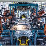 Nykyisellä A-sarjalaisen korilinjalla ryskää 200 hitsausrobottia. GLC:n linjalle robotteja tulee 250.