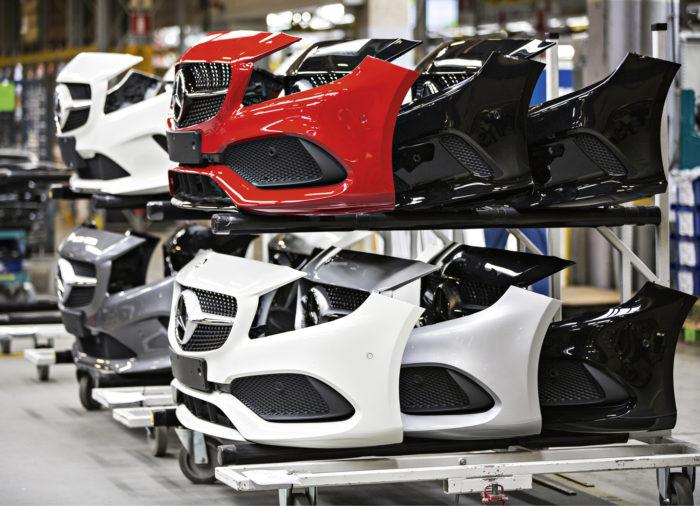 Valmiit korinosat laivataan Uuteenkaupunkiin Daimlerin tehtaalta Bremenistä.