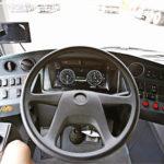 Ohjaamo on selkeä ja tavanomainen. Kuka vain oppii ajamaan sähköbussilla.
