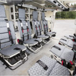 Koeajetun yksilön miehistötilassa on turvavöin varustetut istuimet kahdeksalle sotilaalle. Mahdollisten miinaräjähdysten varalta istuimet on kiinnitetty pohjan sijasta seiniin ja varustettu jalkatuin. Käynti tapahtuu alaslaskettavan rampin kautta. Lisänä rampissa on ovi.