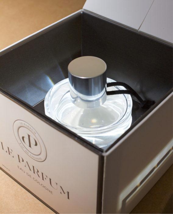 Avattaessa syttyvä sisävalo on vain yksi RFID-sirun suorittamista toiminnoista. Siru voi myös paljastaa, jos pullo on vaihdettu väärennökseen, tai jos laatikko on pudotettu kuljetuksen aikana.
