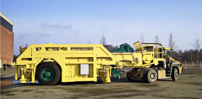Käytetyn ydinpolttoaineen loppusijoituskapselien siirto- ja asennusajoneuvon prototyyppi.