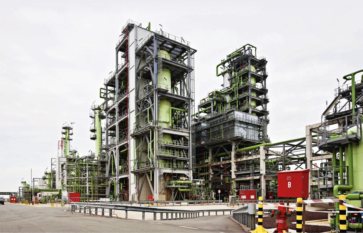 Nesteen NExBTL-yksikkö Rotterdamissa valmistaa melkein kaikista kasviöljyistä ja jäterasvoista dieselpolttoainetta.