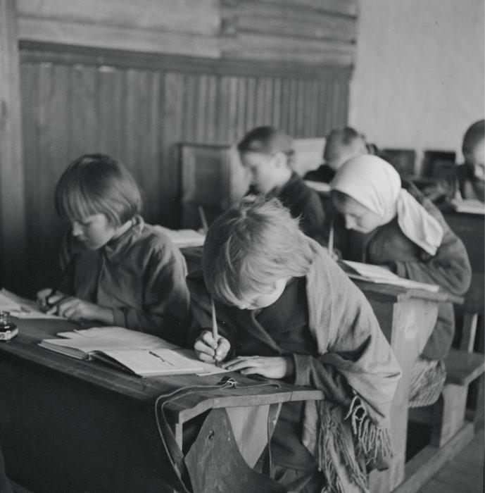 Suomalaisten säätykierto vilkastui 1900-luvulla varsinkin kansakoulun tarjoamien entistä tasavertaisempien opintomahdollisuuksien vuoksi. Aivan 1900-luvun lopulla tulo- ja varallisuuserojen periytyvyys näyttää kuitenkin taas vahvistuneen.