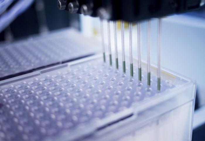 Myös laboratorioissa käytettävän robotiikan täytyi kehittyä uudelle tasolle, jotta näytteiden käsittelyn automaatio ja nopea mittaaminen tulivat mahdollisiksi NMR-teknologialla.
