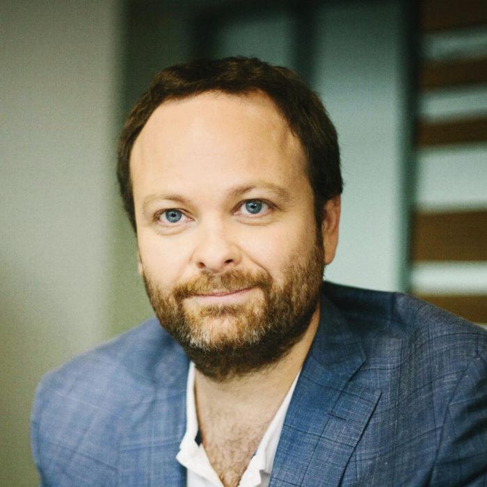 Nokian terveysteknologian johtaja Cédric Hutchings etsii tasapainoa, jossa laitteet ovat kauniita ja kitkattomasti käytettäviä, mutta samalla niiden sensorit pureutuvat syvälle elimistöön.