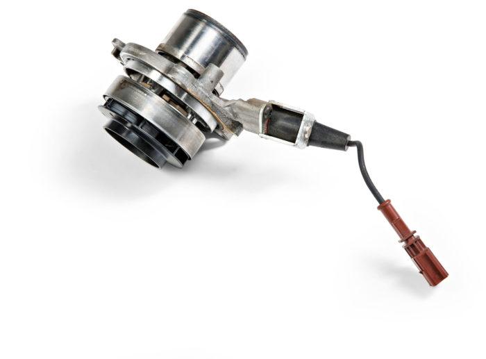Vesipumpun virtausta voidaan säädellä siipien päälle työntyvällä sulkurenkaalla. Kylmällä moottorilla virtausta vähennetään, jolloin moottori lämpenee nopeammin.