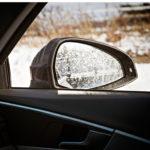 Kurakelillä autolla on outo taipumus sotkea molemmat sivupeilinsä, vaikka sivulasi pysyy melko puhtaana.