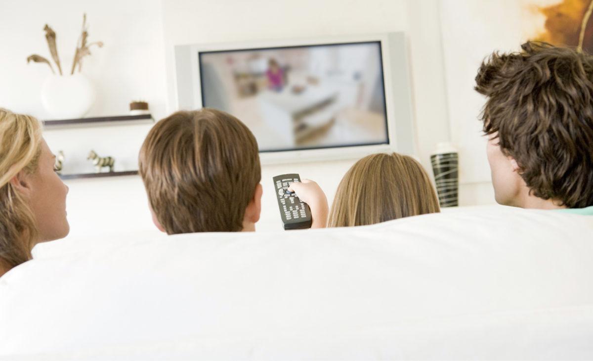 Nettitelevision ja iptv:n katseluun käytetään vielä valtaosin perinteistä televisiota, mutta tietokone ja kännykkä lisäävät osuuttaan jatkuvasti.