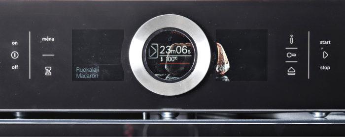Boschin uuni sisältää valmiita automaattiohjelmia, joissa laite määrittää itsenäisesti kypsennysajan ja lämpötilan. Uunin kosketus- ja hipaisunäppäimet takertelevat ajoittain.
