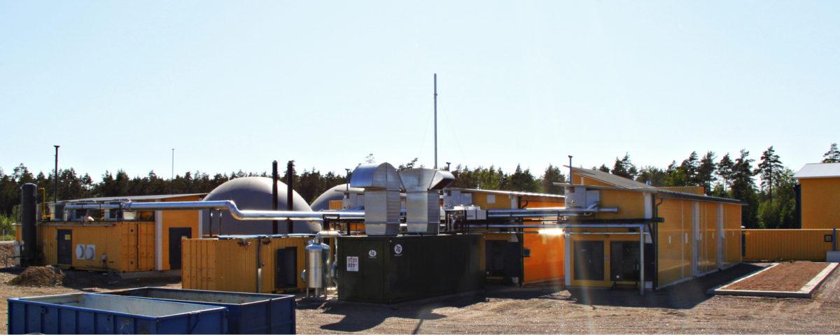 Haminan Energian biokaasulaitoksella Virolahdella Bioboksin tuottama kaasu varastoidaan kupuihin ja toimitetaan edelleen lämmitys- ja liikennekäyttöön.