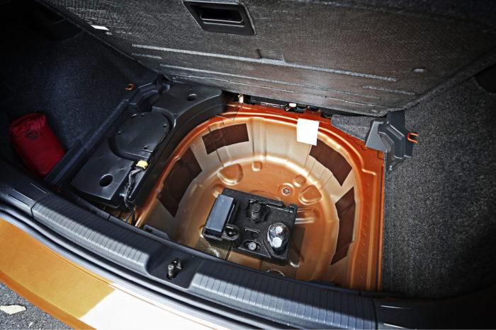 Beats-audiojärjestelmän subwoofer on sijoitettu typerästi niin, että välipohjaa ei voi laskea ala-asentoonsa. Sijoituksen ymmärtää, jos autossa on varapyörä, kuten monilla markkinoilla on, mutta nyt suunnittelu on jäänyt puolitiehen.