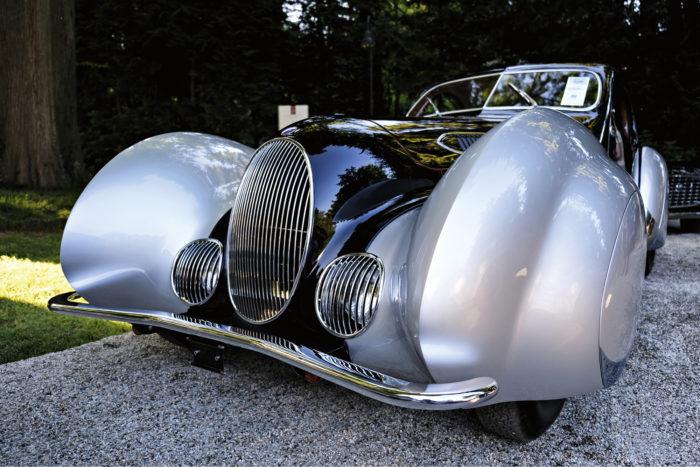 Illan huudetuin. Talbot-Lago T150-C vuodelta 1937 huudettiin illan korkeimpaan hintaan 3 360 000 euroa.