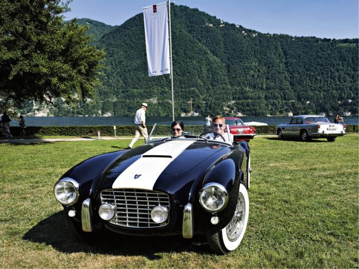 Siata 208 S vuodelta 1954 on italialaisen 50-luvun automuotoilun ja pienteollisuuden mielenkiintoinen huipentuma. Fiatin V8-moottorin ja laadukkaan jousituksen voimin Siata saavutti kisamenestystä isojen poikien nokan edestä.