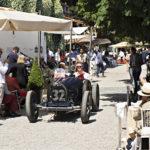 Bugatti 51 (1931), kolmekymmentäluvun kilpa-auto kävelyvauhdissa. Huippunopeuksia koeteltiin aikanaan muun muassa legendaarisessa Mille Miglia -katukilpailuissa läheisestä Bresciasta Roomaan ja takaisin.