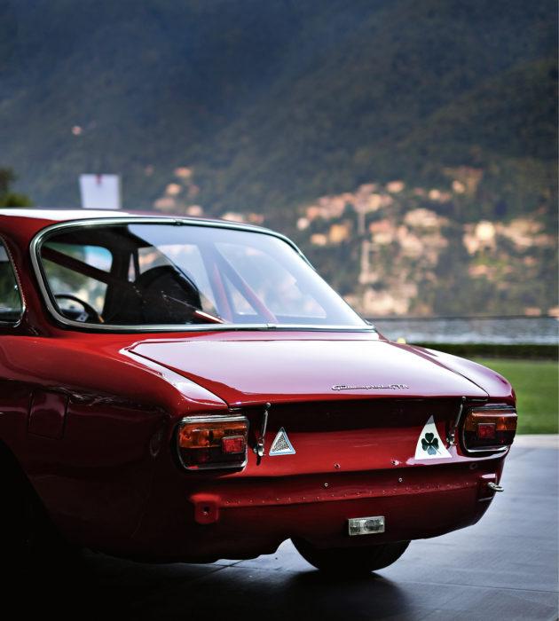Alfa Romeo Giulia Sprint GTA (1965) uhkuu hiljaista karismaa ja menohaluja RM Sotheby'sin huutokaupassa.