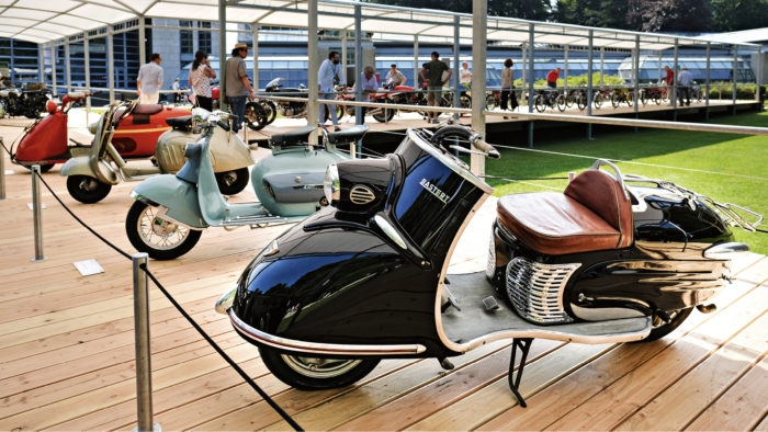 Kaksipyöräisetkin kuuluvat asiaan, mutta vain sivujuonteena. Tässä aikoinaan markkinajohtajia haastaneiden pienten skootterimerkkien sarjasta Bastert Einspurauto, Maserati M2, Gianca Nibbio ja Salsbury 85.