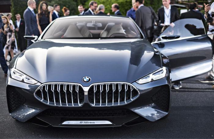 BMW 8-sarjan koemallin maailman ensiesittely aloitti Concorso d'Eleganzan juhlallisuudet. Auto oli huhujen mukaan 85-prosenttisesti tuotantoon tulevan kaltainen, ja esittelyviikolla M8-version oli kerrottu kiertäneen salaista testiajoa Nürburgringillä.