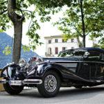 """Villa d'Esten hillityn hillittömään miljööseen upeasti istuva Mercedes-Benz 540 K Cabriolet A (1938) edusti kategoriassa """"Goodbye Jazz, Hello Radio: Full Speed into the 1930s""""."""