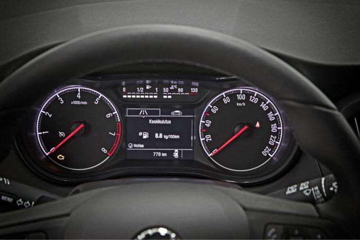 Hetkellinen ja keskikulutus ilmaistaan sen perusteella, kummalla polttoaineella ajetaan. Kaasulla lukema ilmoitetaan yksiköllä kg/100 km.