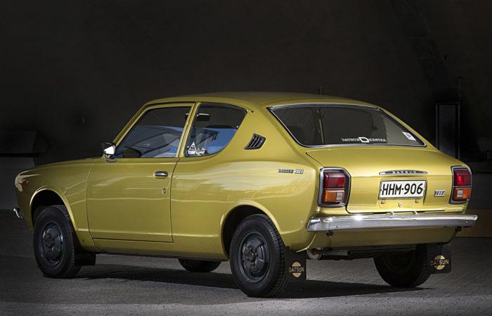 Suomessa myyntiin tulleet ensimmäiset 100A:t olivat kaksi- ja neliovisia fastback-malleja.