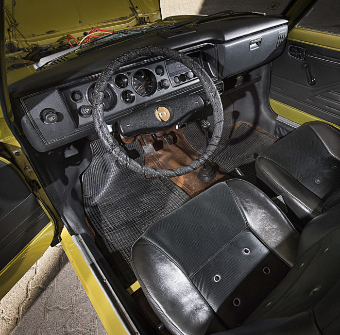 Sisätiloiltaan 100A on yllättävän tilava. Pikkuautoon oli mahdutettu lähes keskikokoluokan matkustamo.