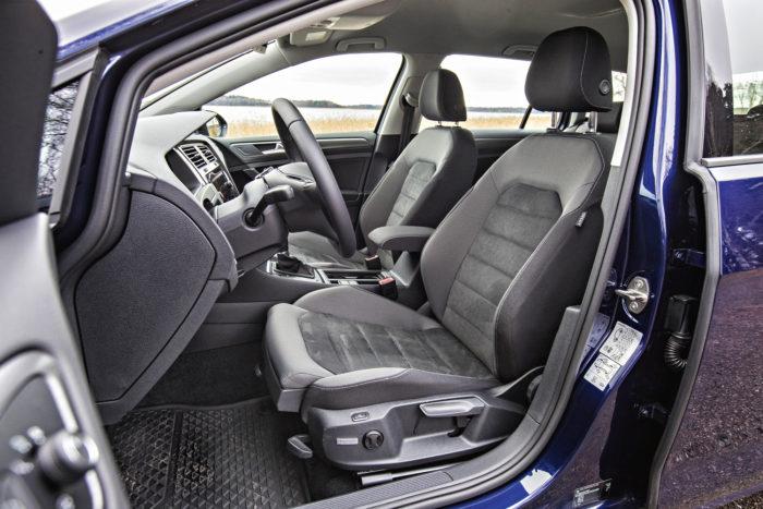 Vaikka Golfin vakioistuimetkin ovat pätevät, kuljettajan Ergoactive-istuin on hyvä valinta lisävarusteeksi ainakin pitkille matkoille. Verollinen lisähinta on 798 euroa.