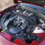 Tuplaturbo-V6:n sylinterikulma on 90 astetta. Jakopää on takapäässä, jotta kampiakselin vääntövärähtelyt vaikuttaisivat siihen mahdollisimman vähän.