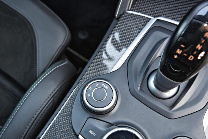 Ajotilasäätimessä on vakiomallien Dynamic, Natural ja Advanced Efficiency -valintojen ohella Race-asetus, joka maksimoi kierrosnopeuden ja minimoi ajonvakautuksen toiminnan.