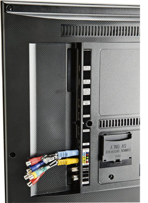 Samsungin (kuvassa) ja Panasonicin liitännät on merkitty esimerkillisen selvästi. Useimmissa muissa testilaitteissa merkintöjä joutuu tiiraamaan turhan tarkkaan. Kaikkiin vertailun laitteisiin saa kytkettyä myös analogisen videolähteen. Liitännän sopivuus hyvä tarkastaa ominaisuustaulukosta, mikäli sitä tarvitsee, sillä osa testatuista tukee vain joko komposiitti- tai komponenttivideota.