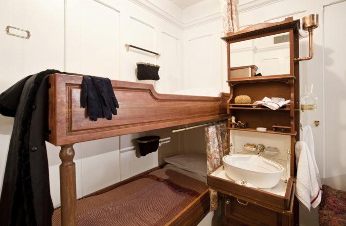 Toisen luokan hytti RMS Titanicilla oli huomattavasti ensimäistä luokkaa vaatimattomampi.