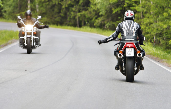 Hyvät varusteet ja maltti ovat motoristin parhaat turvatakuut.