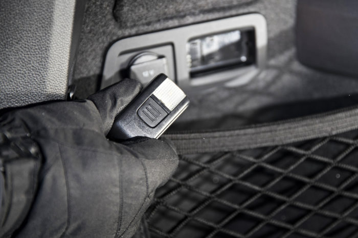 Škodassa on useita käteviä yksityiskohtia. Yksi näistä on tavaratilan valo, joka irtoaa taskulampuksi. Toinen on polttoaineluukussa oleva jääraappa.