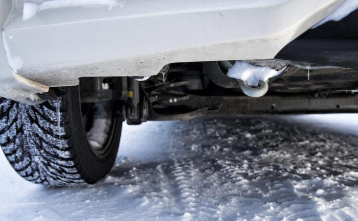 Kiinteä hinauslenkki alkaa olla harvinaisuus. Sellainen löytyy Nissanin perästä ja Hondan keulasta. Mazdan perään voi puolestaan kiinnittää kaksi hinaussilmukkaa, jolloin vedon saa auton keskilinjalle.