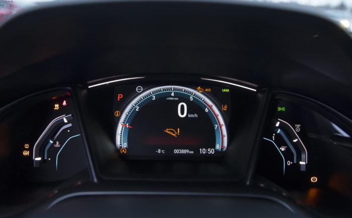 Honda sytytti mittaristoon varoitusvalokavalkadin testipäivän aikana, vaikka esimerkiksi ohjaustehostin toimi normaalisti. Ongelma poistui hetken kuluttua itsestään.
