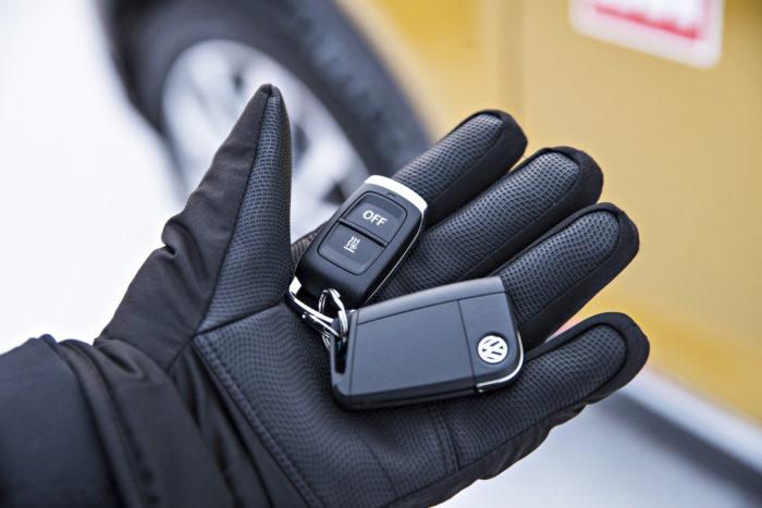 VW:n polttoainekäyttöisen lisälämmittimen voi kytkeä päälle kaukosäätimestä samoin kuin Škodassa.