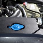 Honda Civicin pesunestesäiliön täyttö ansaitsee erityismaininnan. Täyttöaukko on merkitty näkyvästi ja se sijaitsee helpossa paikassa.