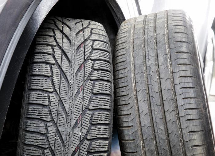 Vannekoko oli sekä kesä- että talvirenkaissa 17 tuumaa. Molemmat kuluivat normaalisti ja leveyssuunnassa tasaisesti. Etuvetoisessa autossa kierrätys kausittain edestä taakse on lähes välttämätöntä kuluman tasaamiseksi.