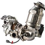 Turboahdin ja katalysaattori on voitu yhdistää tiukaksi paketiksi, koska moottorissa käytetään nestejäähdytteistä pakosarjaa, joka laskee pakokaasujen lämpöä. Viileämpien pakokaasujen myötä myös polttoaineen avulla tehtävää katalysaattorin huippukuormituksen jäähdytystä on voitu vähentää.