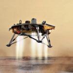 InSight laskeutuu Marsin pinnalle rakettimoottorien hidastamana. Se kääntyy tässä lennon loppuvaiheessa siten, että sen tuleva työskentelyalue osoittaa etelään ja aurinkopaneelit levittäytyvät itä-länsi-suuntaan.