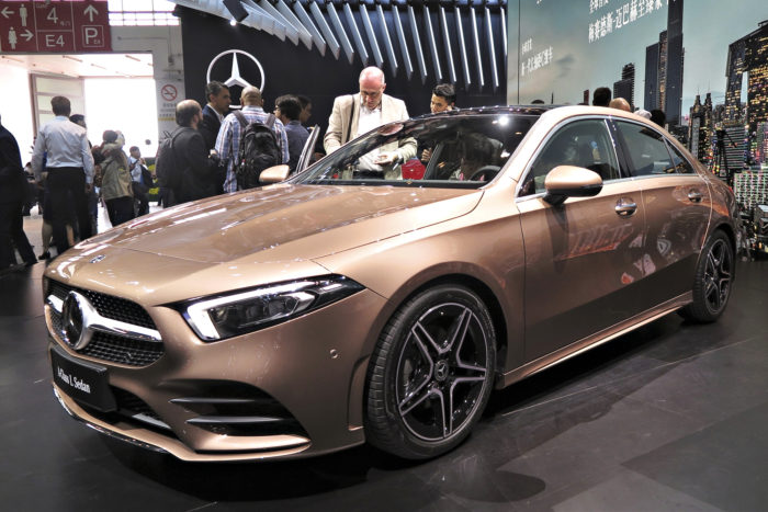 Mercedes-Benz A-sarjan Sedan tulee myyntiin myös Euroopassa, mutta pidennetyn kiinalaisen L-version sijaan meille tarjotaan viisiovisen kanssa samalle akselivälille rakennettu malli. Kiinalaiset haluavat erittäin väljät takajalkatilat, minkä takia siellä myytävän auton akseliväliä on venytetty kuusi senttiä. Aikataulu uudelle A-sarjan Sedanille on vielä avoin.