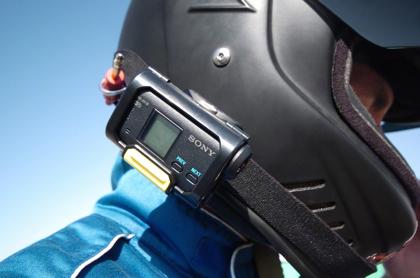 Sony HDR-AS15 kypärässä
