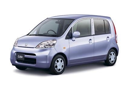 Honda Life F (38–47 kW): nelipaikkainen auto 0,7 litran kolmisylinterisellä moottorilla.