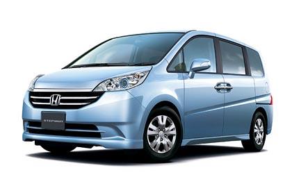Honda Stepwgn (114 – 119 kW): keskikokoiseen tila-autoon mahtuu kahdeksan matkustajaa.