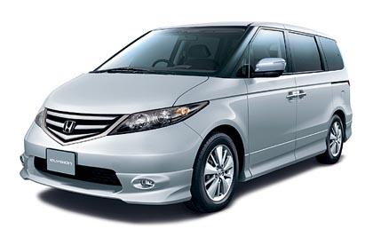 Honda Elysion (118–222 kW): kookkaaseen seitsenpaikkaiseen saa myös V6-moottorin.