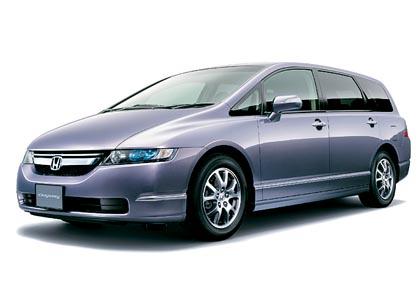 Honda Odyssey (118–147 kW): urheilullinen tila-auto perinteisillä ovilla.