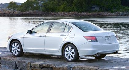 Honda Accord Sedan (124–200 kW): urheilullinen perheauto.